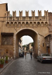 The arch of Porta Settimiana