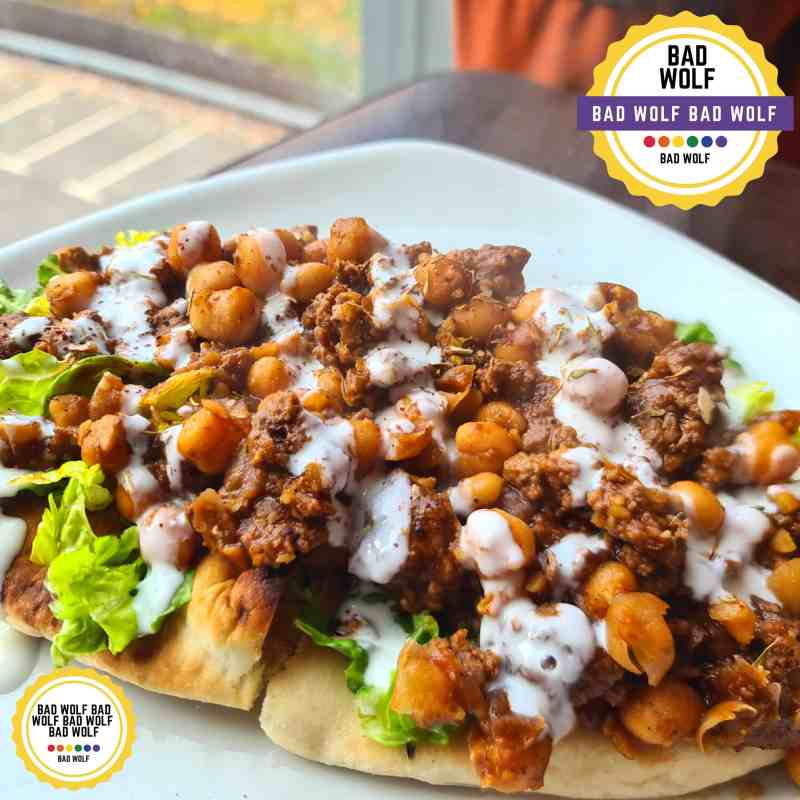 beef and chickpea loaded naans