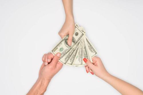 How do single moms survive financially?