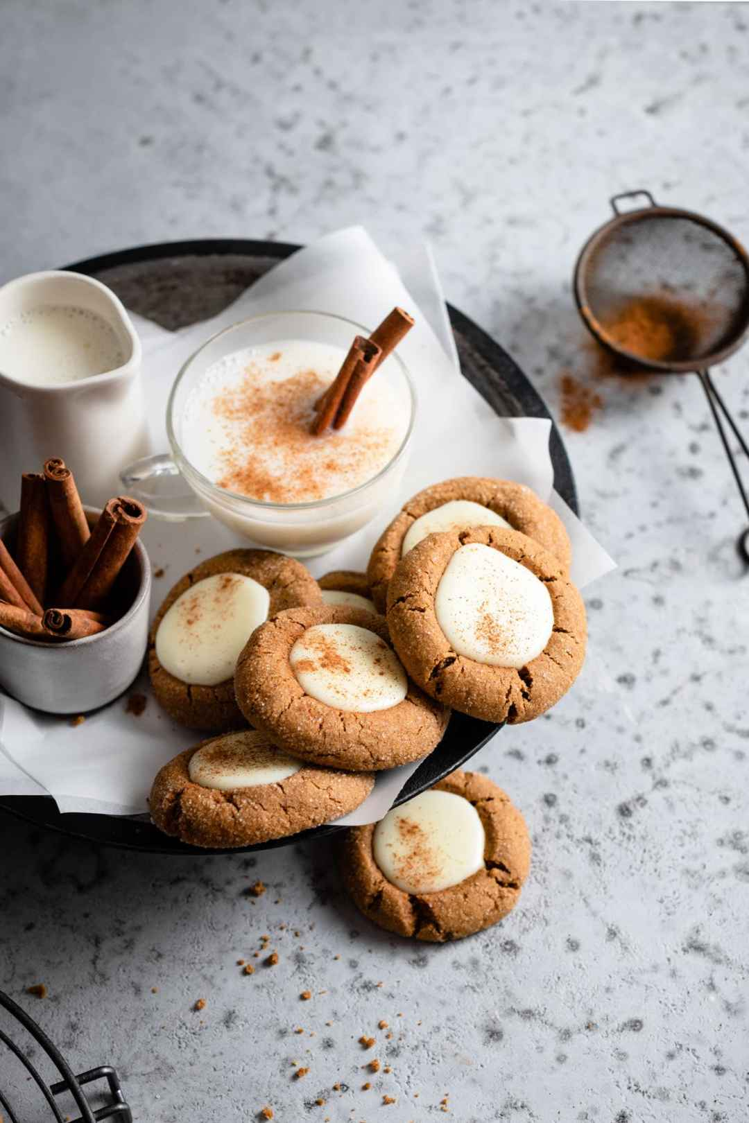 Eggnog served with gingerbread cookies