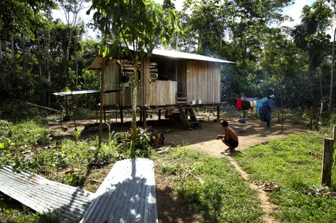 A typical Huaorani home in the community of Quehuere Ono.