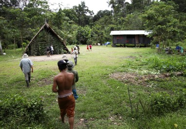 Walking up to the Huaorani community of Apaike.