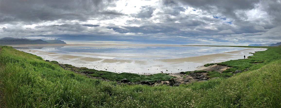 Stopped for lunch near a beautiful, wide, colorful beach called Raudisandur. Another beautiful day!