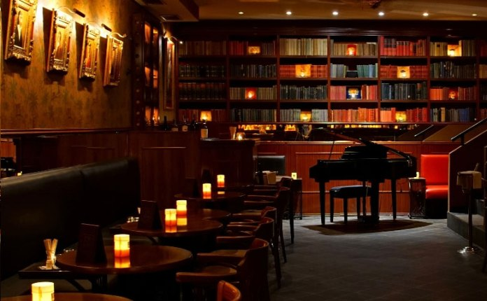 bar and books