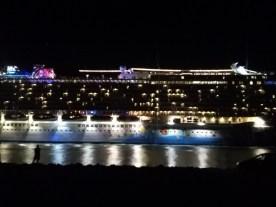 Cruise ship parade!