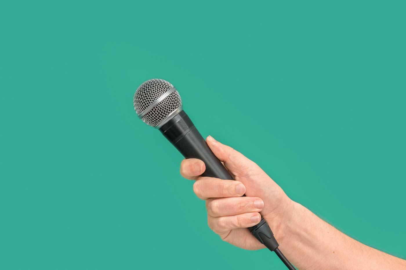 Karaoke może okazać się świetną zabawą na wieczorze panieńskim
