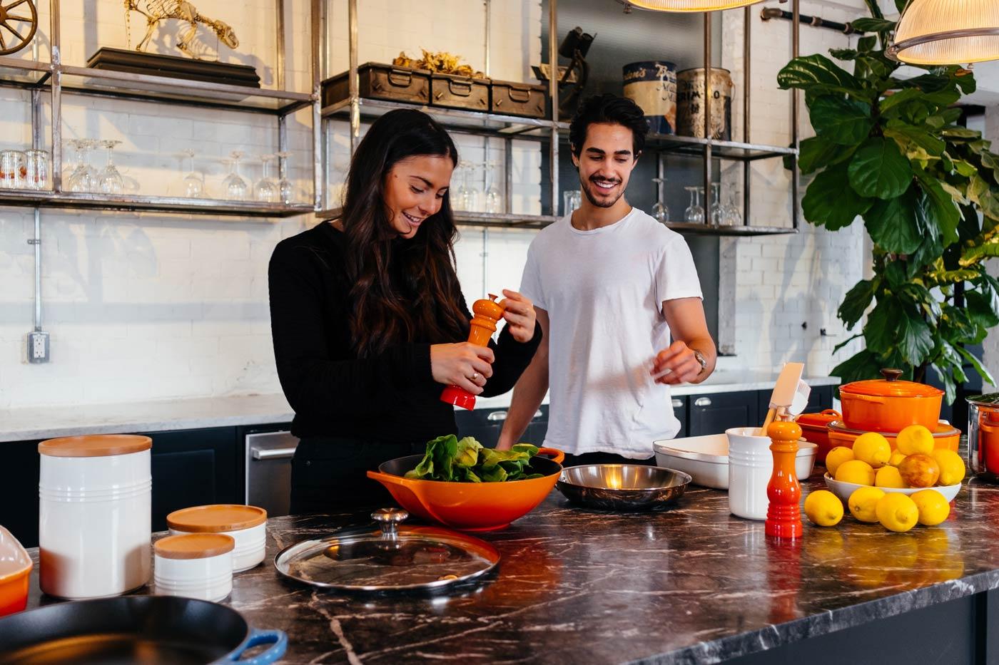 Wspólne gotowanie to świetny sposób na kreatywne spędzanie czasu