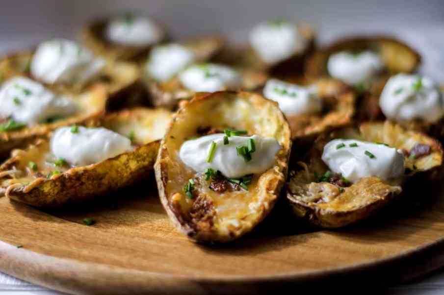 Looking for the perfect bacon and cheese potato skins for your game day gathering? This easy recipe is sure to be a hit no matter who you are cheering for .