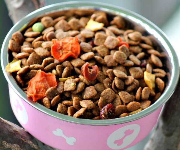 Pure Essentials Dog Food Dried Fruits and Vegetables in Every Scoop