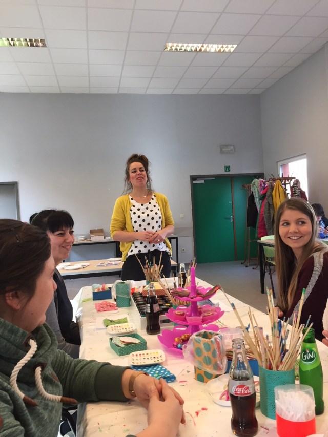 bezig-met-stipstijl Femma-workshop Stipstijl: handbeschilderd keramiek met polkadots