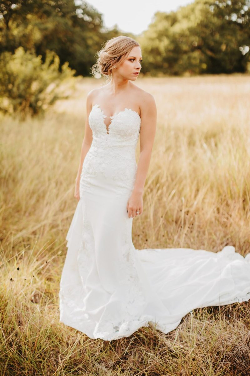 Austin Bridal photography field nature golden hour sun ashley haddock addison grove bride