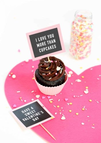 free-pritnable-valentine-cupcake-toppers-letterboard-680x961
