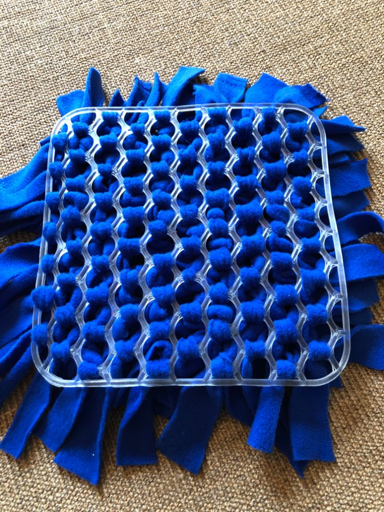 make a snuffle mat