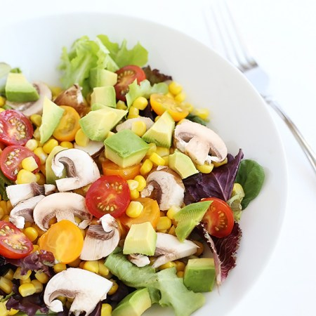This Healthy Corn Tomato Mushroom Avocado Salad is light and refreshing. super simple to prepare, has a 5 ingredient option, vegan and gluten free. / TwoRaspberries.com