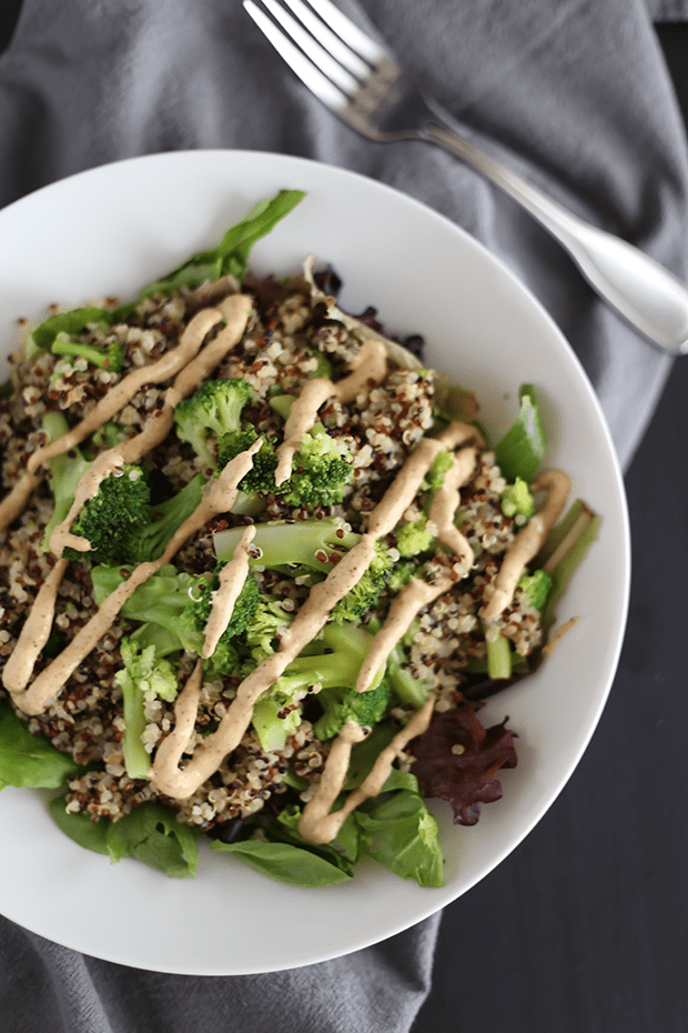 This 5 ingredient Healthy Broccoli Quinoa Salad is SUPER quick and easy to make and is paired with a tahini chili sauce. Vegan and Gluten Free | TwoRaspberries.com