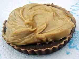 peanut-butter-almond-chocolate-fat-bomb