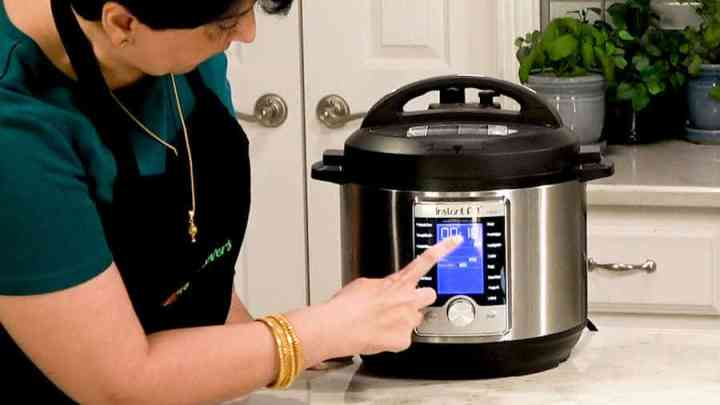 Side shot of setting Instant Pot for 10 minutes at high pressure.