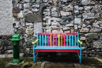 I want to know the story behind this bench