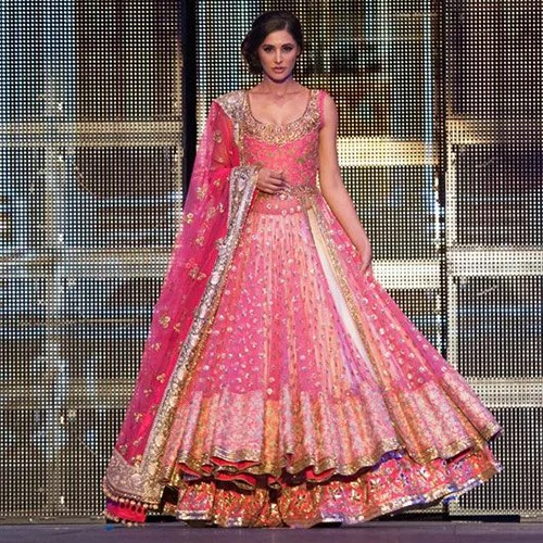 Hair Styles & Accessories That Go Well With Designer Lehengas