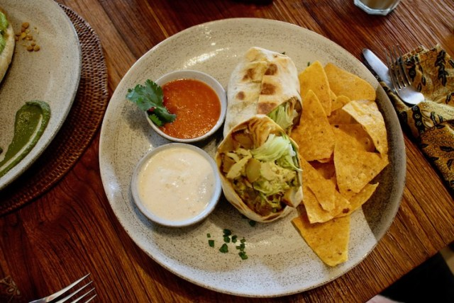 Drifters-surf-shop-cafe-REVIEW-breakfast-burrito-Two-Souls-One-Path