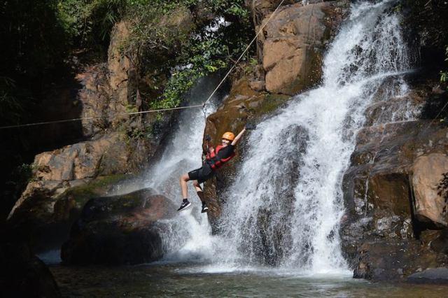 Canyoning-in-Da-Lat-REVIEW-Lorna-ziplining
