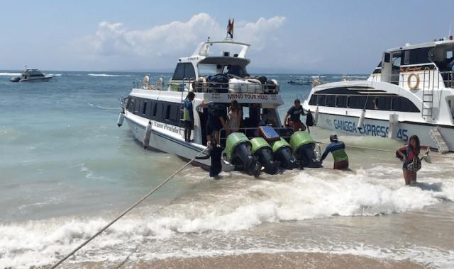 Ferry-boat-Nusa-penida-Island