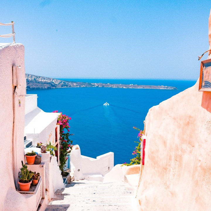 Off Peak Holiday Santorini Itinerary Travel Tips Oia Pathway