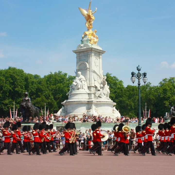 Holiday London Itinerary Travel Tips Days Changing of Guards
