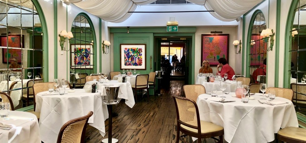 Daphne's Classic Italian Restaurant South Kensington Ambience