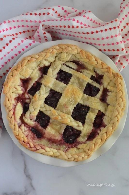 Baked blackberry cherry pie