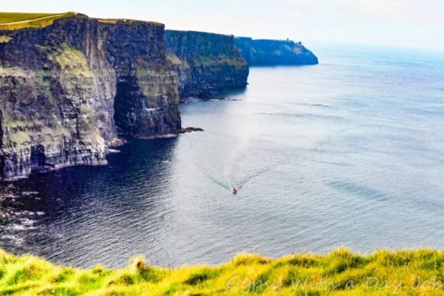 The Best Holiday Destinations in June | Travel Ireland in June | Gypsy With A Day Job | Europe | Places to Visit in Ireland | Things to do in Ireland | #summertravel #ireland #roadtrip #explore #travelling #june
