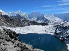 The dark blue lake below Kongma La