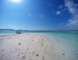 Flores: sandy beach island: Two Worlds Treasures