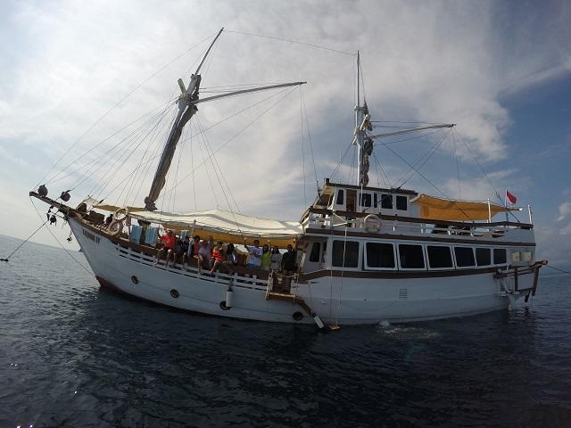 Two Worlds Treasures - Goodbye Kajoma IV. Labuan Bajo, Flores, Indonesia.