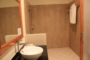 Two Worlds Treasures-shower at Puri Sari Hotel, Labuan Bajo, Flores.