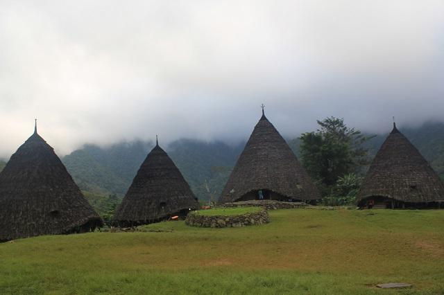 Flores: Wae Rebo Village: Two Worlds Treasures