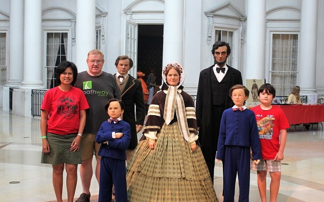 Abraham Lincoln Presidential Museum: with the Lincolns: Two Worlds Treasures