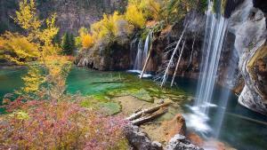 5 family-friendly spring hikes - hanging lake - colorado