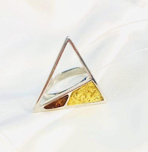 Янтарное украшение купить,треугольное кольцо