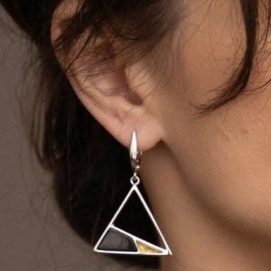 Серьги треугольником,черный янтарь