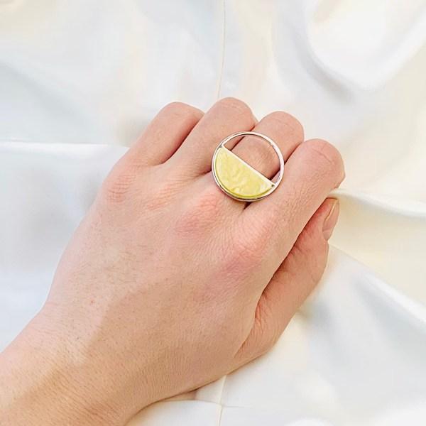 Кольцо с желным матовым янтарем, TwoZi