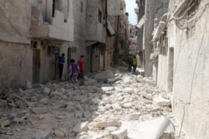 جانب من الدمار الناجم عن غارة جوية على حلب يوم 11 ابريل نيسان 2016.