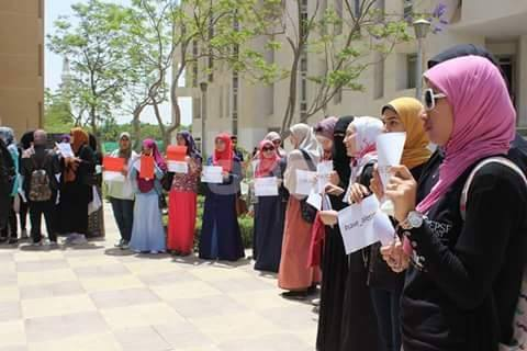 طلاب جامعة مصر للعلوم والتكنولوجيا بمدينة 6 أكتوبر ينددون بالدمار في مدينة #حلب السورية والصمت العربي تجاه ذلك