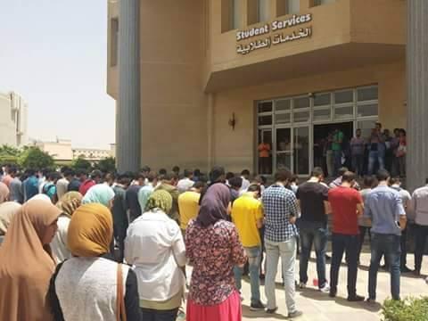 طلاب جامعات مصرية يؤدون صلاة الغائب على ارواح شهداء حلب