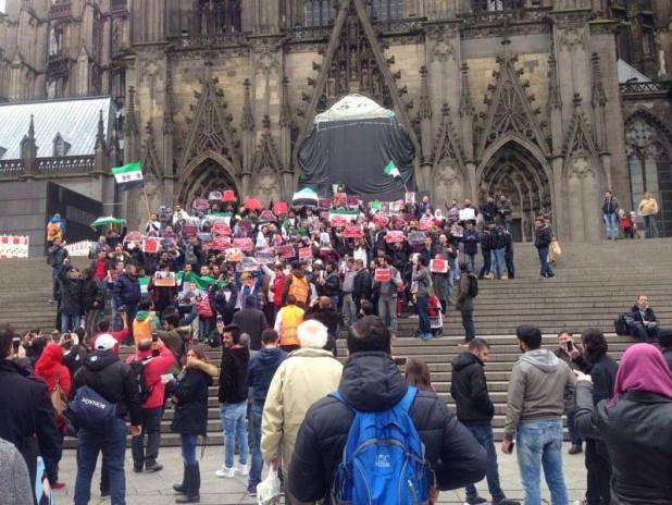 وقفة مع مدينة حلب في مدينة كولن الالمانية شارك فيها سوريين و عرب و المان