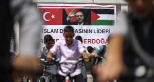 بالصور.. أردوغان يعايد أيتام غزّة بدرَّاجات هوائية.. وهكذا ردُّوا له الهدية