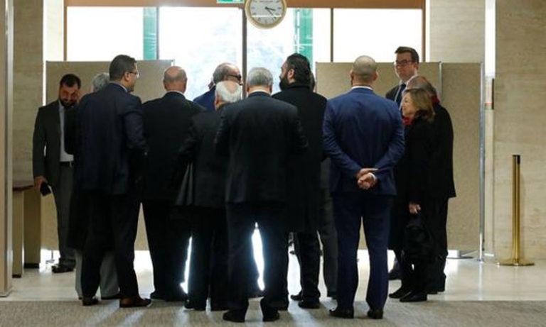 وفد المعارضة السورية يصل إلى مقر اجتماع مع دي ميستورا في جنيف- 1 كانون الأول 2017 رويترز