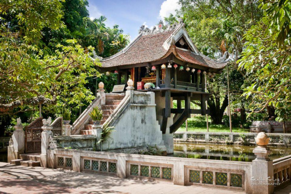 Hanoi Honeymoon - One Pillar - Crossing Travel