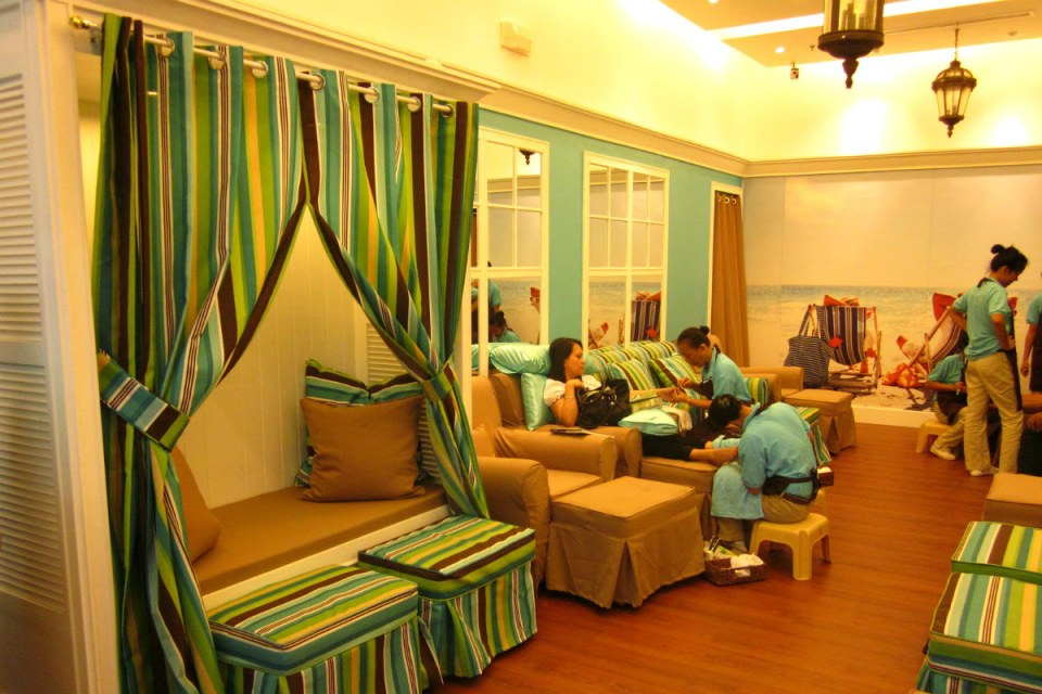 nail salons philippines - Nailaholics Nail Salon And Spa - SM City Davao