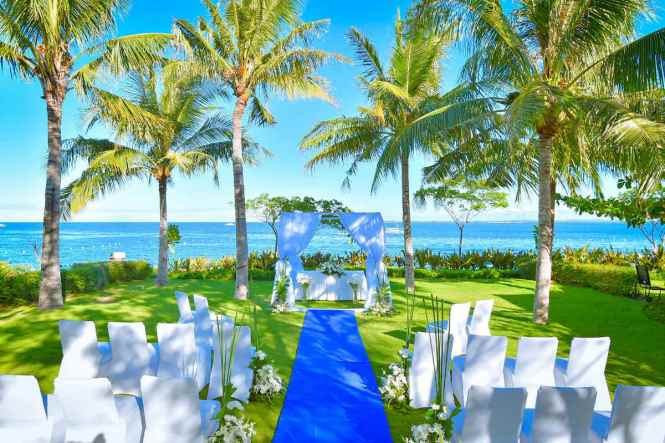 Unique Wedding Venues - Crimson Resort and Spa Mactan - BrideStory